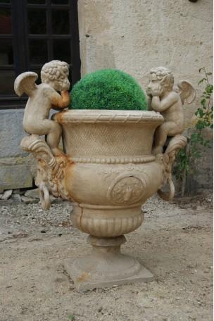 Vase Médicis en fonte Pierre